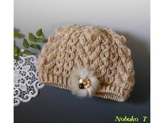 アラン模様のコンパクトなニット帽子(ベージュ)の画像