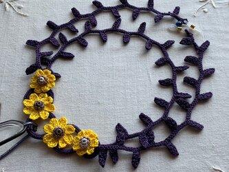 レース編みグラスコード 花(濃紫×黄色)の画像