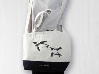 帆布バイカラートート 泳ぐペンギン 白×紺の画像