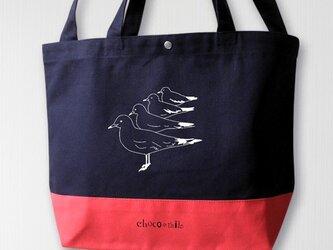帆布バイカラートート 佇むカモメ 紺×赤の画像