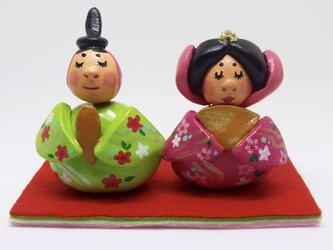 桃の花のお雛様【桃色と若葉色】の画像