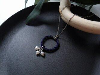 手組み組紐 【掛kakeru 淡水パール:鉄紺】Necklaceの画像