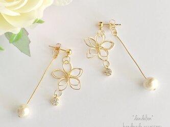 高品質~小花~ wire flower キラキラコットンパールピアス/イヤリングの画像