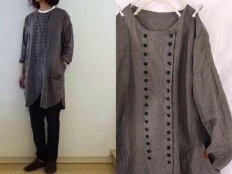 【受注制作】灰桜くったりリネン Wボタンロングシャツの画像