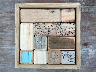 「ロボ頭」入り流木で作った積み木(10ピース)003の画像