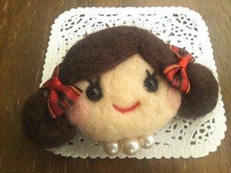 大人気♡オンナノコブローチ(二つくくり・こげ茶)の画像