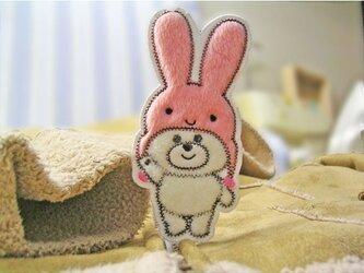 ★ピンクのうさぎの帽子を被ったくまさん★ワッペンの画像
