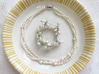 華やか3連 淡水パールネックレス ホワイト MN0618-009の画像