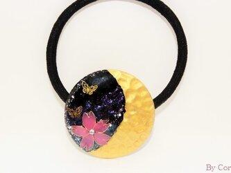 <三日月×夜桜>に恋する蝶のヘアゴムの画像