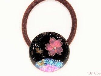 真夜中の<夜桜>と舞う蝶のヘアゴムの画像