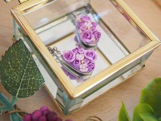 バラのドロップ型ピアス(紫&シルバー)の画像