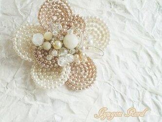 お花のコサージュ・ブローチ(パールD)の画像