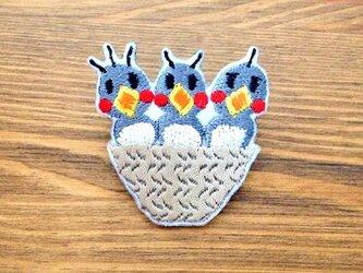 刺繍ブローチ 「エサくれ三兄弟」の画像