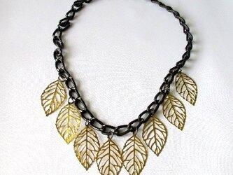 リーフ飾りのネックレスの画像