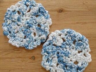 手編みコースター 水色2枚組の画像