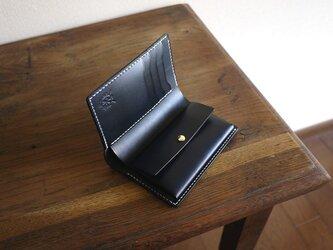 ミディアムサイズの縦長二つ折り財布:TRIPの画像
