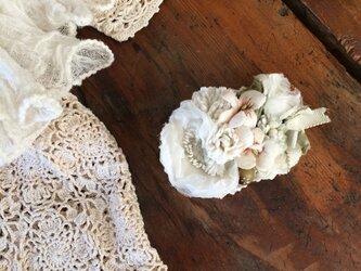 布花コサージュ オフホワイトのお花畑 の画像