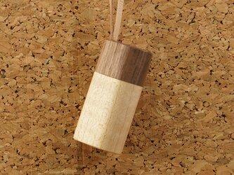 木製アロマペンダント・木製蓋タイプ(ウオールナット+メープル)の画像