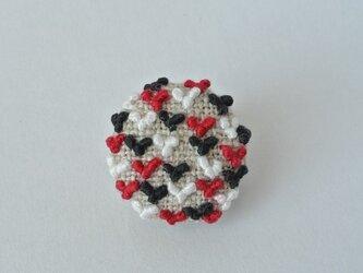 赤×黒×白 ちびちびハート刺繍がいっぱいのブローチの画像