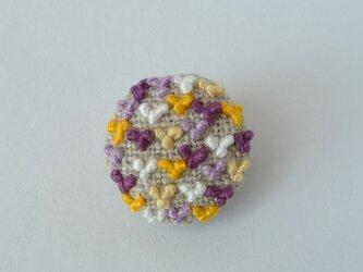 紫×黄色×白 ちびちびハート刺繍がいっぱいのブローチの画像