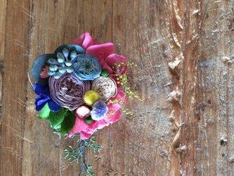 つぶつぶ小花のコサージュの画像