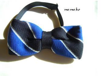 ニット素材の蝶ネクタイ ブルーストライプの画像