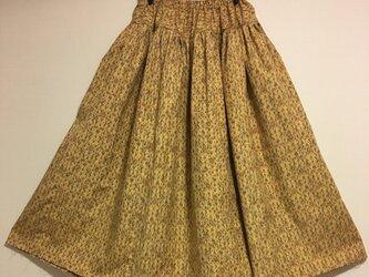 黄色い紬のプリーツスカートの画像