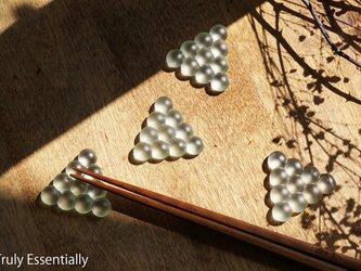 4個セット ● つや消しガラスの箸置き -「 まるいガラス 」・10 balls ・三角の画像
