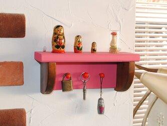 再販3★☆ローズピンクのキーフック付きシェルフ/W25の画像