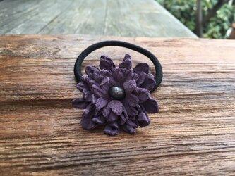 革花のヘアゴム Mサイズ(黒パール) 薄紫の画像