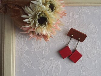 小さなマメ本のイヤリング/ピアス レッドの画像