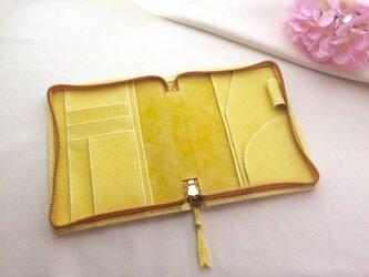 春色淡い黄色の手帳ケース文庫本サイズの画像