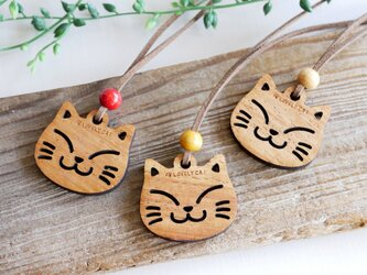 猫の首飾り(木製)の画像