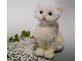 【毛糸の猫】子ネコ(白)の画像