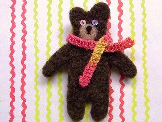 羊毛くまブローチ・手編みマフラーの画像