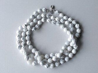 ハウライトの白いネックレス【受注制作】/ 天然石の画像