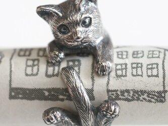 指に巻きつく猫リング グリの画像