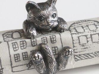 指に巻きつく猫リング ラテュの画像