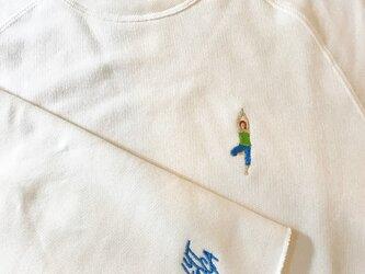 YOGA 刺繍 カットオフクルーネックスウェットの画像
