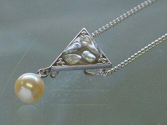 オリジナルあこやケシとイエローパールの三角モチーフのペンダント【あこや真珠】silver925製 P-1666の画像