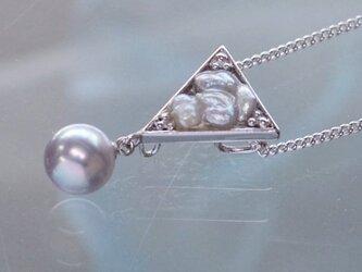 オリジナルあこやケシとブルーパールの三角モチーフのペンダント【あこや真珠】silver925製 P-1665の画像