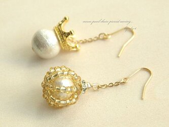 crown pearl asymmetry pierced earringの画像