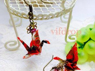 B1 赤折り鶴の和ピアスの画像