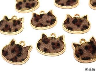 猫 ヒョウ柄 革付きチャーム 10個【豹柄 レオパード柄パーツ ピアス イヤリング素材】の画像
