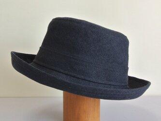 A1-11 短めブリムの帽子 麻ネイビーの画像