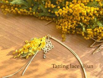 フワフワなミモザのネックレスの画像