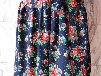 リボン結びタックスカート花柄ネイビー 3の画像