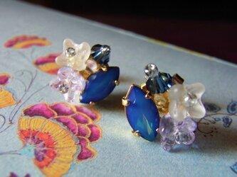 スワロフスキーの花束ピアス(チタン)オーロラブルーの画像