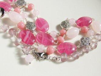 春色のロングネックレス(濃いピンク)の画像