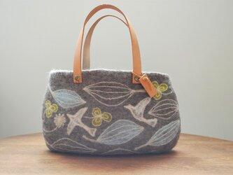 羊毛フェルトバッグ/葉と鳥の画像